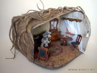 Домик - папье-маше. Мебель в домике - дерево, фанера. Мишки - свалянная шерсть, , 2004 г.